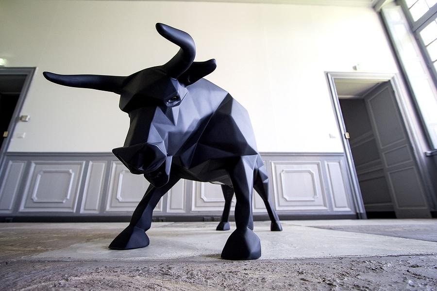 Red Bull Sculpture Manufacturer (5)