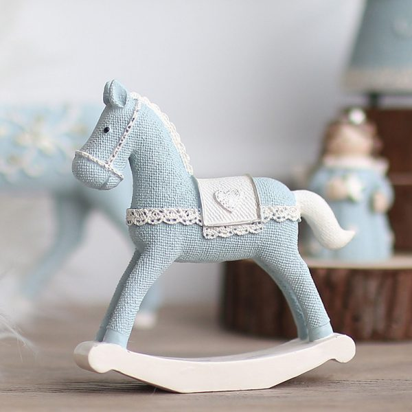 1I820008 Christmas Trojan Horse Figurine (1)