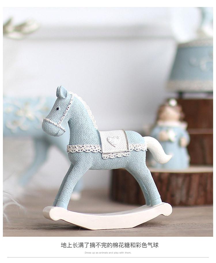 1I820008 Christmas Trojan Horse Figurine (17)