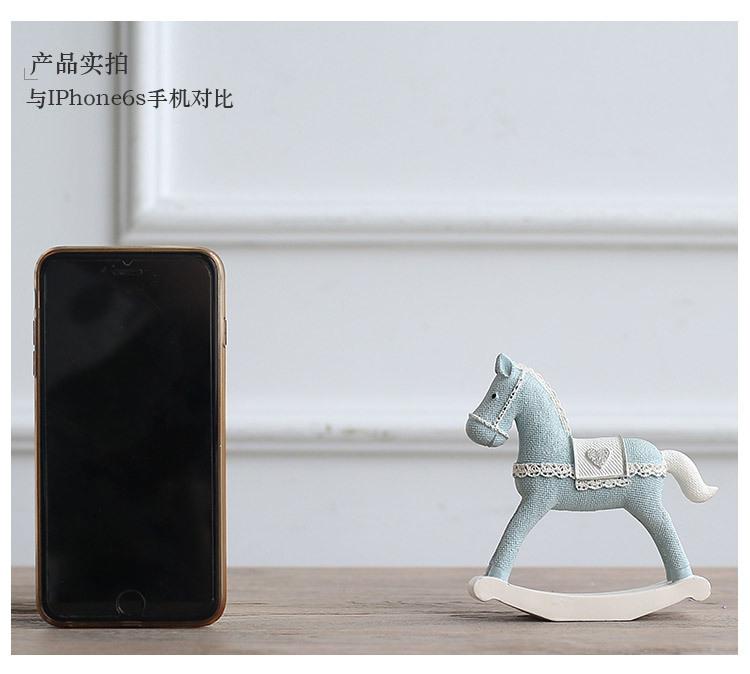 1I820008 Christmas Trojan Horse Figurine (22)