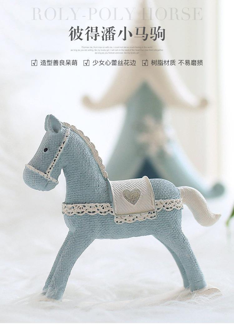 1I820008 Christmas Trojan Horse Figurine (5)
