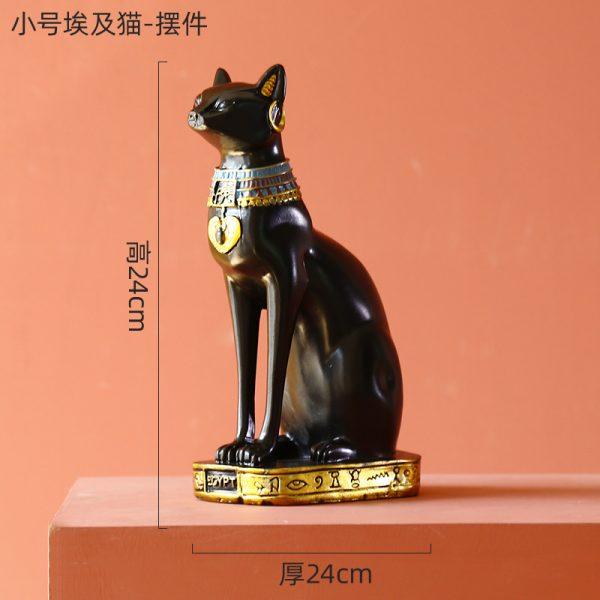 1J526001 Piccolo 23 La dea egizia del gatto imbastisce la statua del gatto
