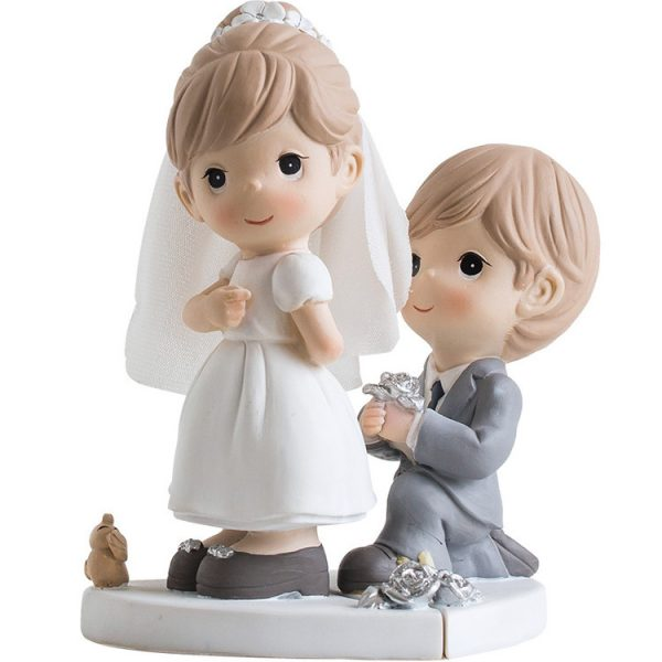 1I820030 Bride And Groom Statue