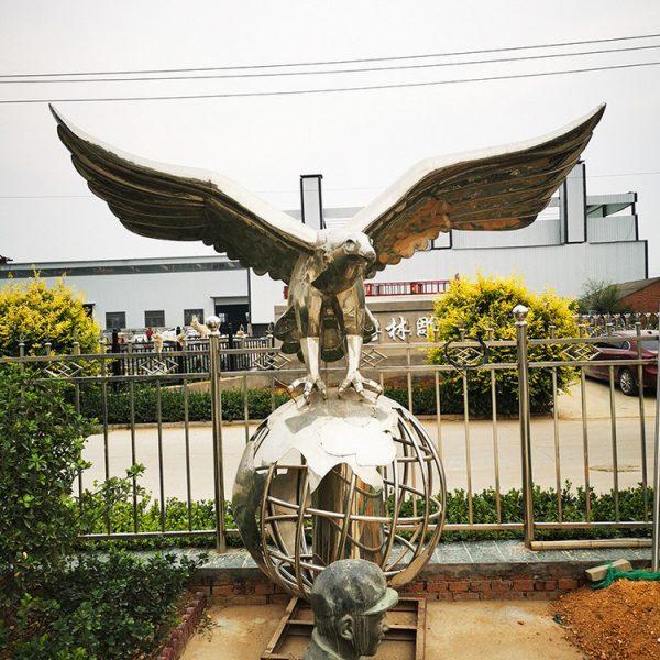 Hersteller von Stahladler-Skulpturen (1)
