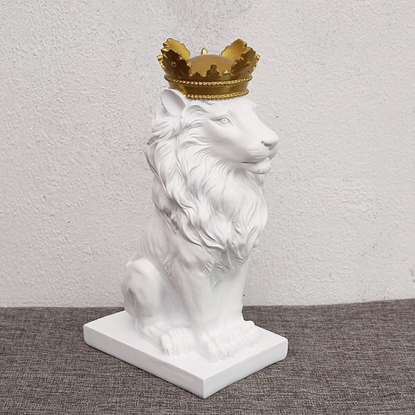 1J727001 lion with crown statue
