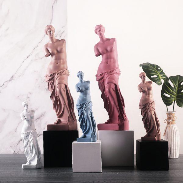 1J910001 Venus Statues (1)