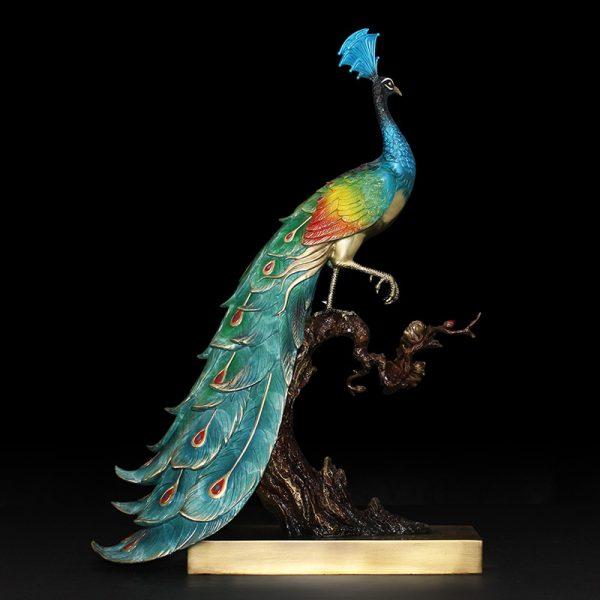 1I904025 peacock statue indoor (1)