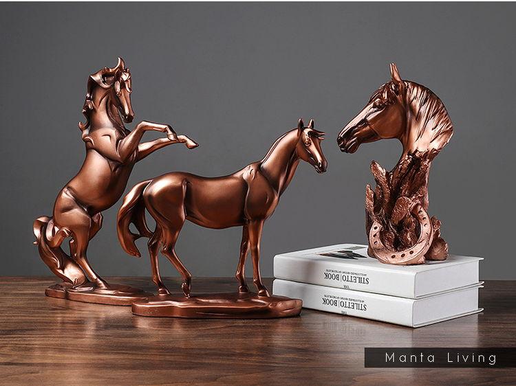 1JA29002 décoration de cheval résine detail (11)